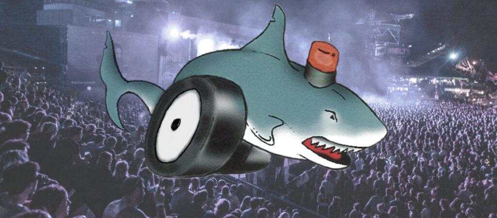 blå haj med blink og hjul overvaager koncertpublikum